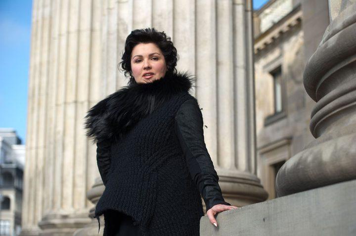 مغنية الأوبر آنا نيتريبكو تسخر من فوربس  بعد تصريحات خاطئة