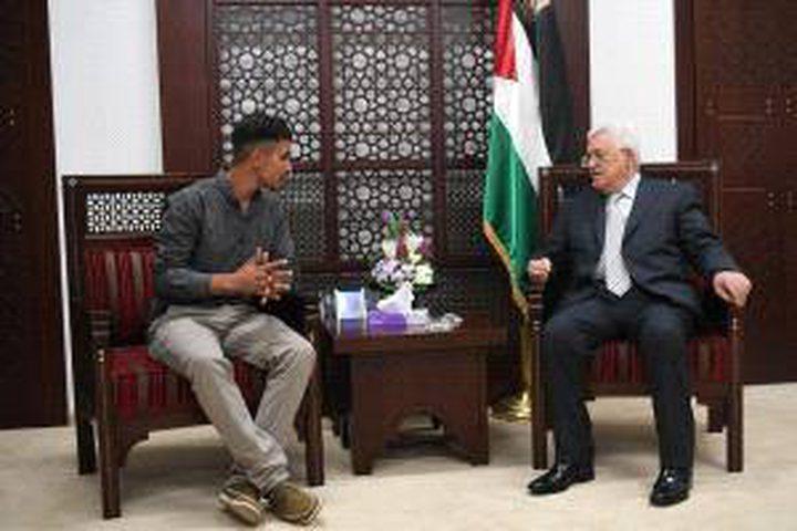 الرئيس يستقبل الشاب فراس أبو عواد