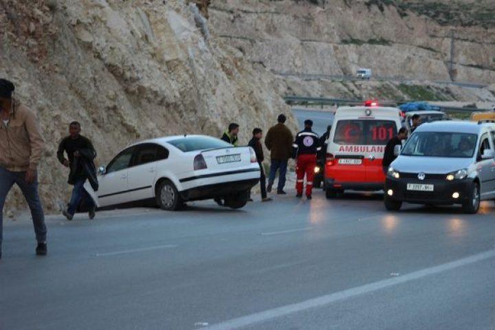 إصابة مواطن بحادث سير جنوب نابلس