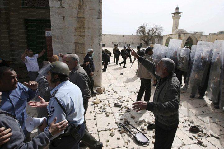 الاحتلال يعتقل إماماً من باب الأسباط بعد الاعتداء عليه