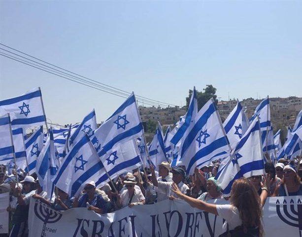 1000 يهودي يتضامنون مع المستوطنين (فيديو)