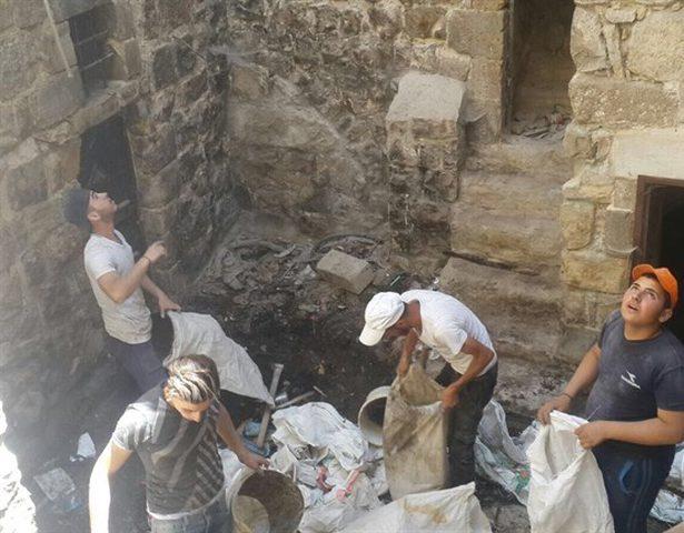 نجاة 4 عمال من حجارة المستوطنين القاتلة