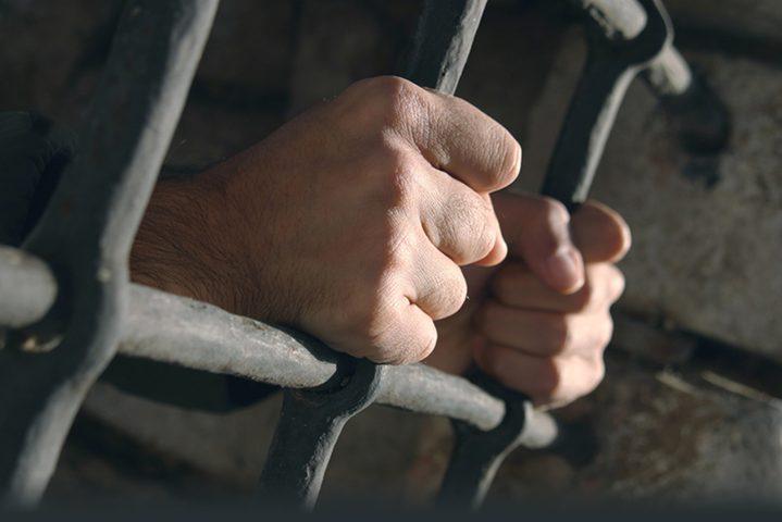 تحت ذريعة الأمن.. الوحدات الخاصة تنقل أقساماً بأكملها في السجون