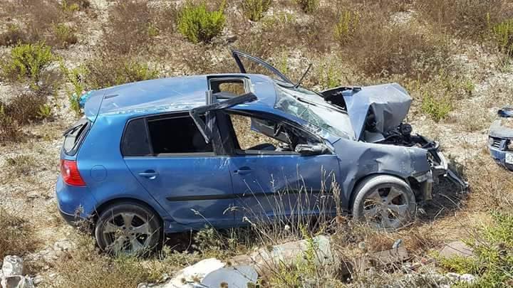 """إصابة مواطن إثر انقلاب مركبته في طريق قرب نابلس """"صور"""""""