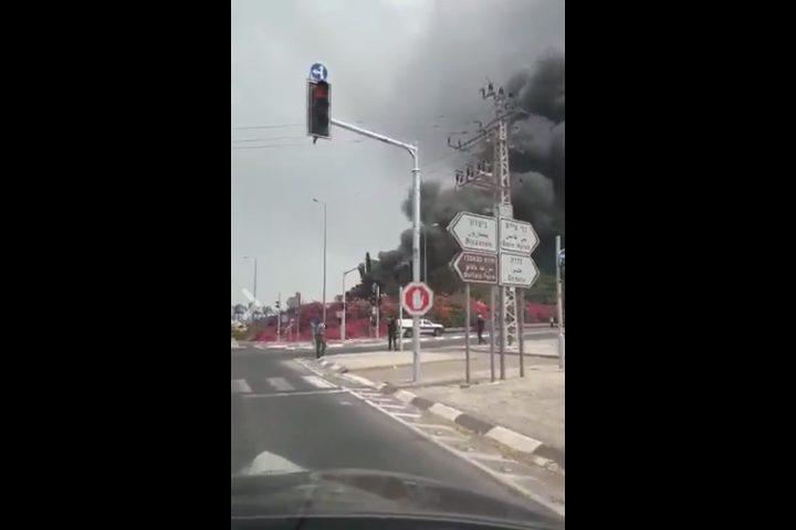 """حريق كبير في مستوطنة بالنقب """"فيديو"""""""