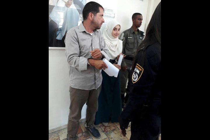 فرض الحبس المنزلي على فتاة وتمديد اعتقال والدها