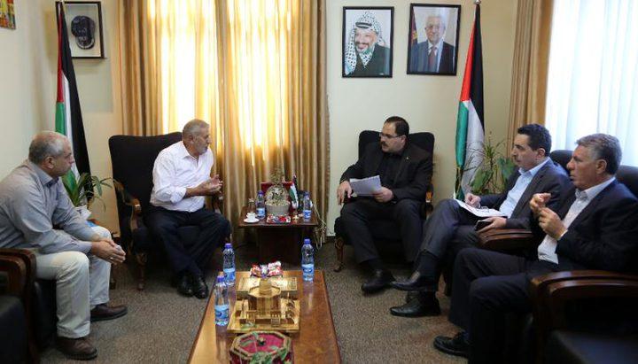 صيدم يؤكد على دعم المناطق المستهدفة من قبل الاحتلال