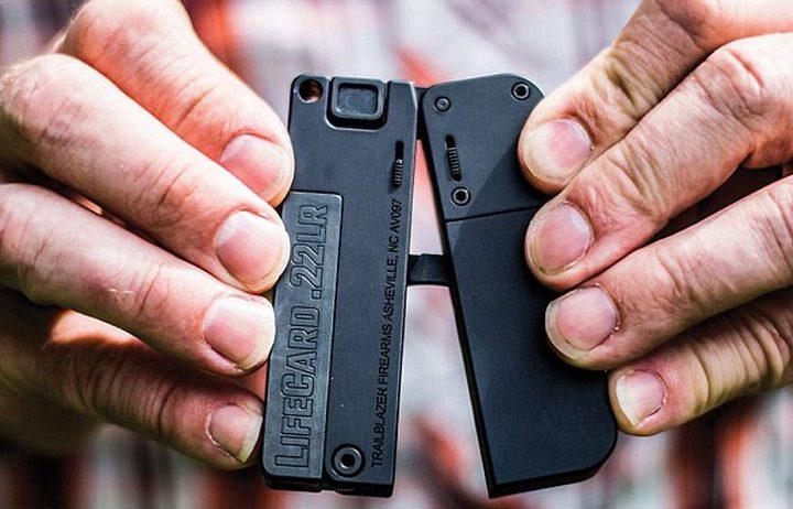 شركة تطلق مسدس قابل للطي بحجم بطاقة الائتمان