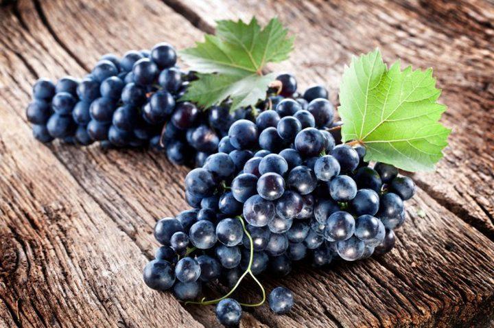 ما هي فوائد العنب الأسود؟