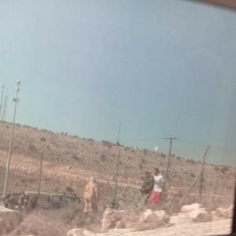 الاحتلال يعتدي بالضرب على مواطن وابنته ويعتقلهما