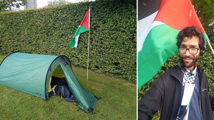 كيف يقضي ناشط سويدي رحلته لفلسطين سيرًا على الأقدام؟
