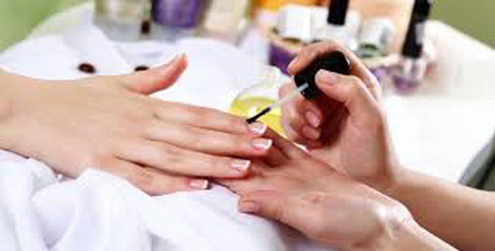 طرق إزالة طلاء الأظافر من دون استعمال المزيل