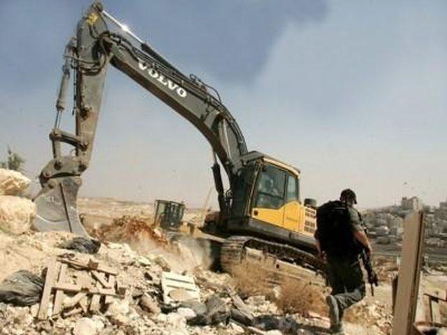 الاحتلال يخلي منزل في بلدة سلوان بالقدس المحلتة تمهيدًا لهدمه(فيديو)