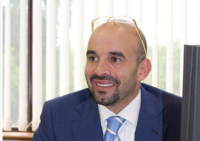 طبيب فلسطيني ينال درجة علمية رفيعة عالميًا