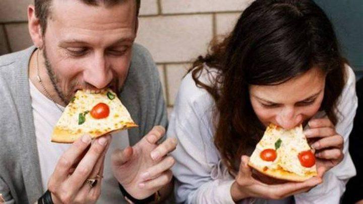 لماذا تناول الطعام بسرعة يضر بالصحة؟