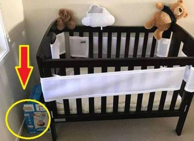 بدا كل شيء طبيعيا بغرفة الطفل.. لكن ما وَجَدَه الأب صاعق!