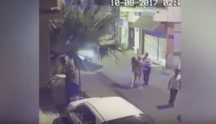 شرطي تركي يعتدي على سائحات بالضرب