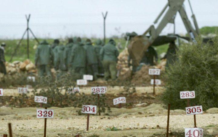 الاحتلال يدفن شهيدين مقدسيين بمقابر الأرقام