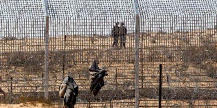 الإحتلال يعتقل فلسطينيين اجتازا السياج الفاصل
