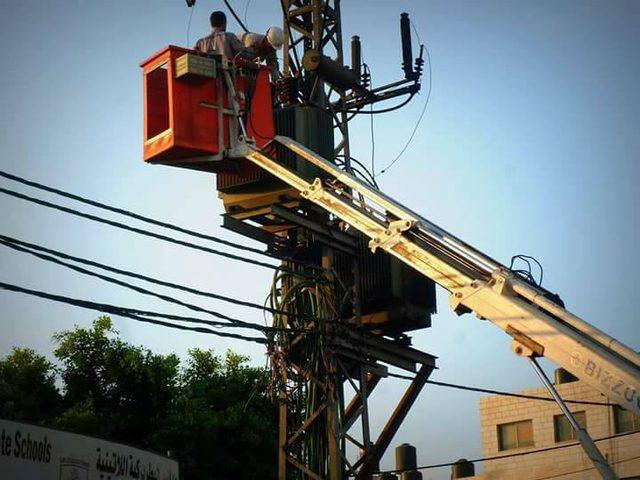 قطع التيار الكهربائي عن عدة مناطق بمحافظة القدس