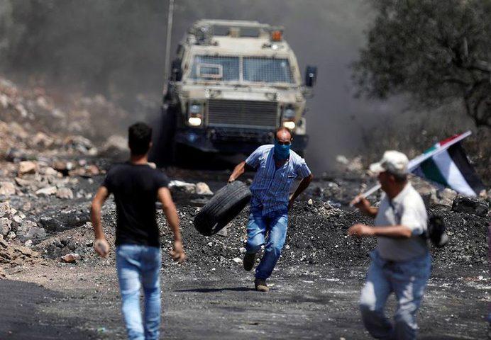 قوات الإحتلال تقمع مسيرة كفر قدوم الأسبوعية