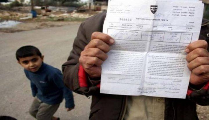 مواطنون يؤدون صلاة الجمعة في محيط منازل مهددة بالهدم