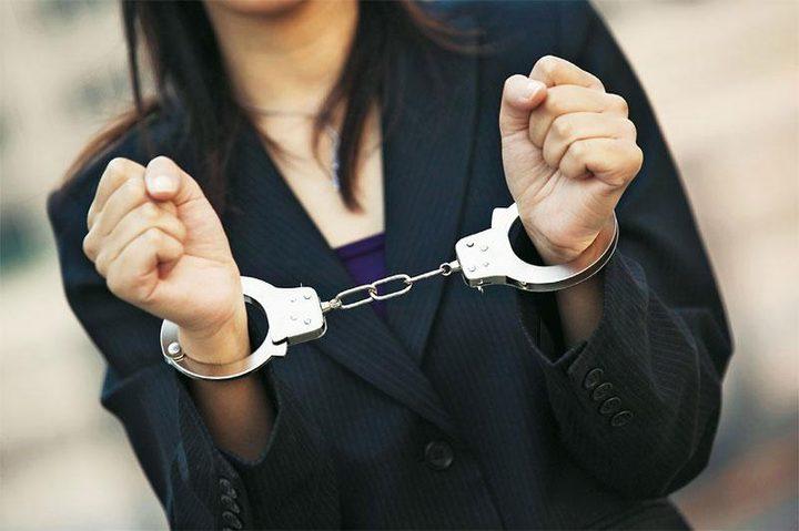 القبض على مواطنة بتهمة النصب والاحتيال في رام الله