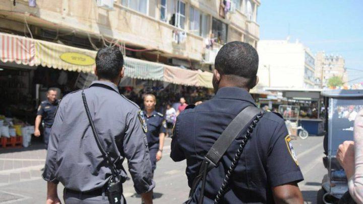 إسرائيليون يهاجمون جنديين لاعتقادهم بأنهما عربيان