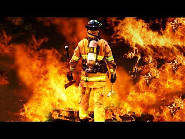إخماد حريق في إحدى مخازن نابلس