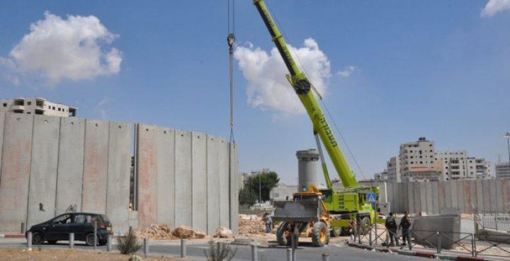 الاحتلال يشرع ببناء مقطع من الجدار في أراضي يعبد