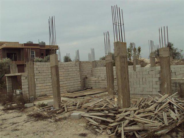 الاحتلال يغلق موقع بناء بعد اعتقال عمال بدون تصاريح بداخله