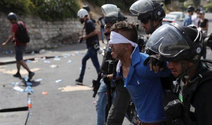 الاحتلال يمدد توقيف عائلة الأسير عمر العبد