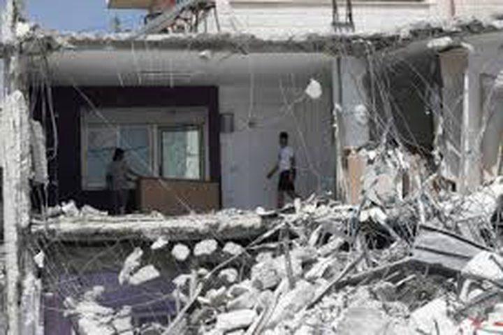 الاحتلال يهدم روضة للأطفال ويهدد بهدم منازل