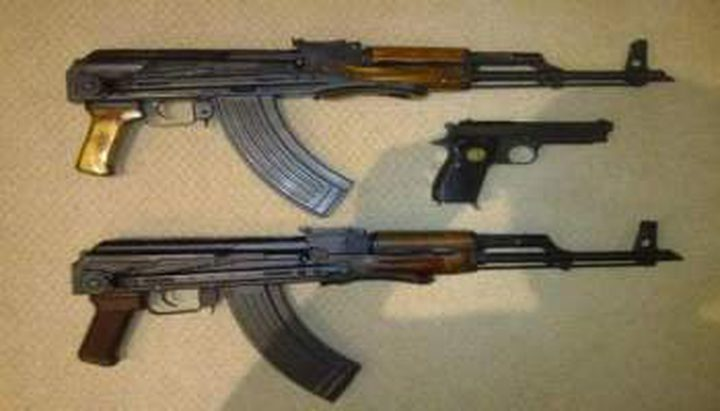 الاحتلال يزعم ضبط سلاح بمركبة في الخليل