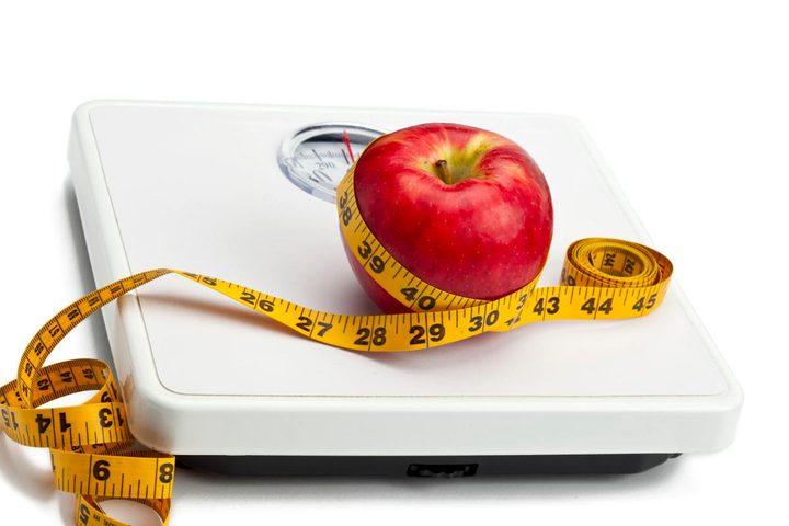 قياس الوزن يوميًا يساعد على إنقاصه