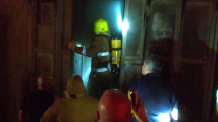 بالصور: اندلاع حريق بمستودعات في شارع القدس شرق نابلس