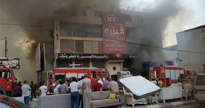 بالفيديو والصور: تفاصيل اندلاع حريق هائل بمجمع البزرة للمفروشات في نابلس