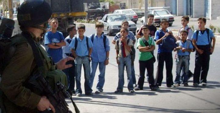 الإحتلال يمنع طلاب مدرسة من دخول الأقصى بحقائبهم