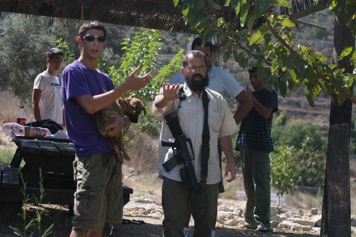 مواطنون يتصدون لإقتحام المستوطنين شمال رام الله