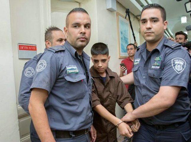 الاحتلال يحتجز مستقبل 400 طالب مدرسة داخل زنازينه!