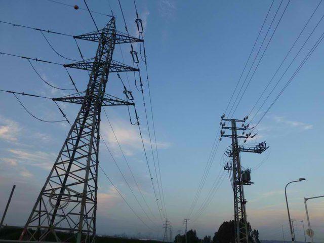 """""""عليا الاحتلال"""" تحظر فصل التيار  الكهربائي عن مناطق """"كهرباء القدس"""""""