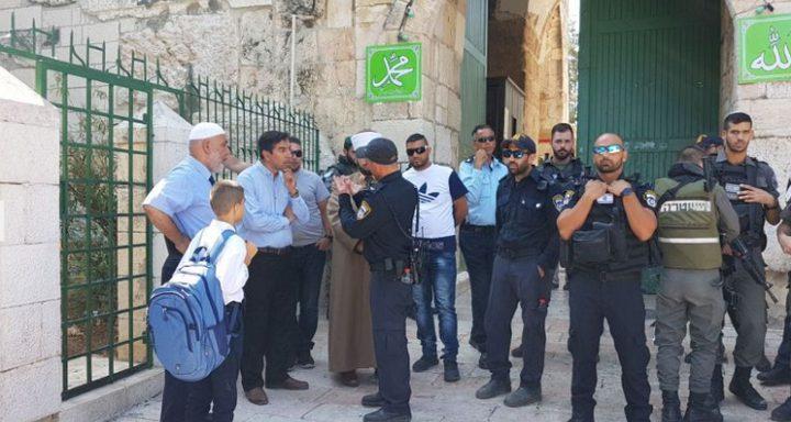 القدس: الإحتلال يفتش الطلبة خلال دخولهم مدارسهم