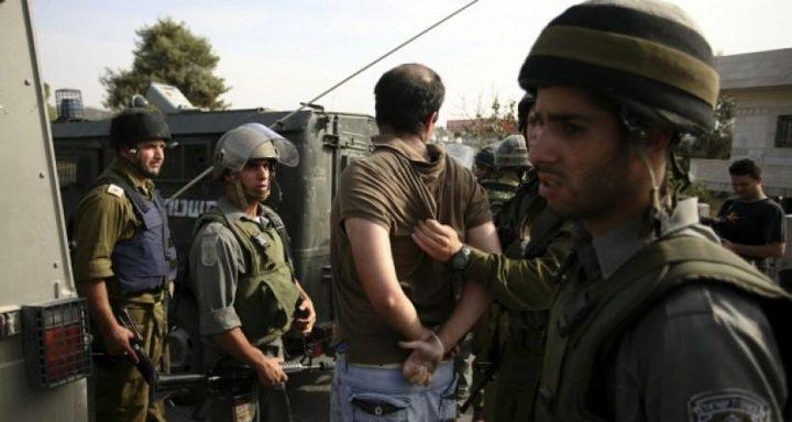 الاحتلال يعتقل (9) مواطنين ويستهدف الصيادين في غزة