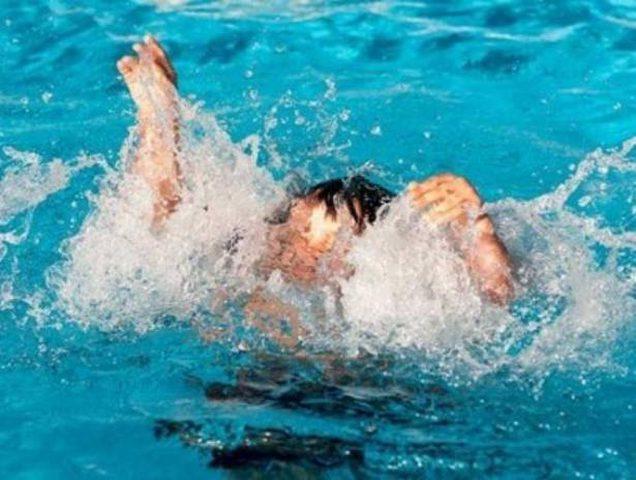 طفل لا يجيد السباحة أنقذ رضيعين من الغرق