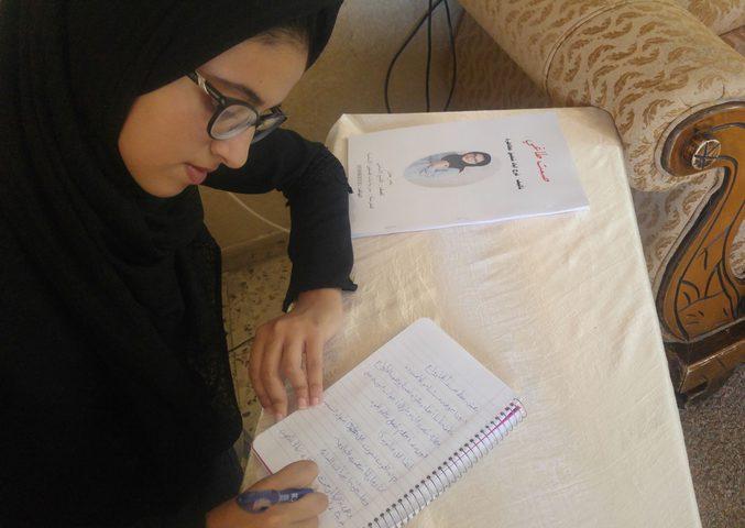 من خلال كتاباتها الأدبية.. فلسطينية تسعى لتحقيق حلم الطفل العربي