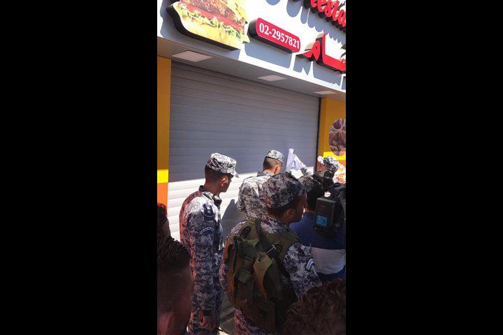 "رام الله:  إغلاق مطعم ""بروست"" (صور)"