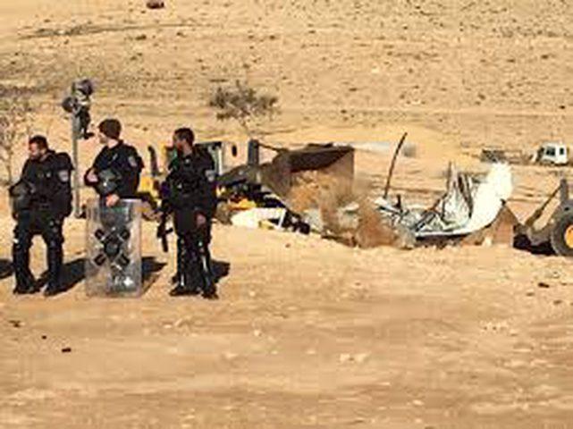 الاحتلال يقتحم قرى بالنقب ويشرع بعمليات هدم وتجريف