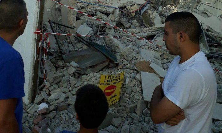 الجرافات الاسرائيلية تهدم منزل شاب في مدينة اللد