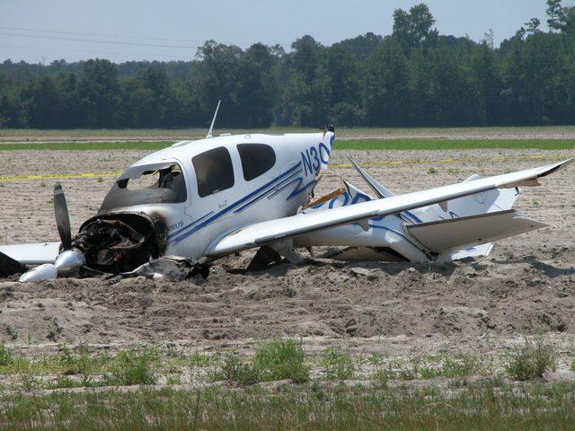 إصابة اسرائيليين في تحطم طائرة خفيفة