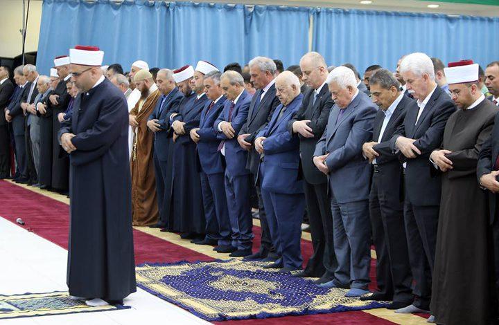 رئيس الوزراء يؤدي صلاة العيد بمسجد التشريفات(صور)